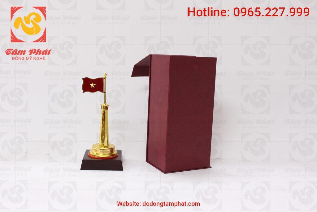 mo-hinh-cot-co-ha-noi-bang-dong-ma-vang-cao-30cm-4